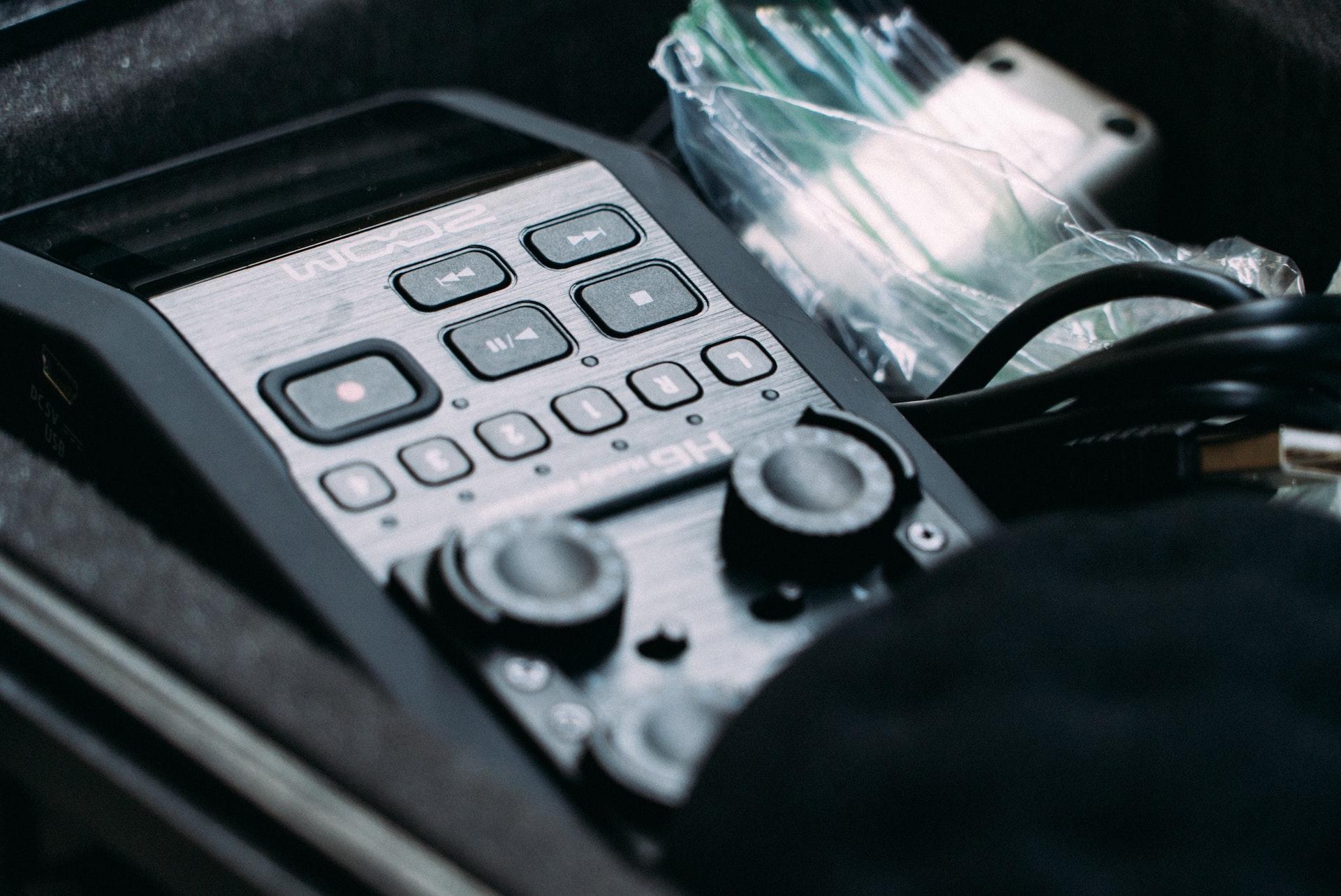 Aprovecha las ventajas del audio para potenciar un reportaje o documental periodístico producido en otro formato o prodúcelo en exclusiva en audio.